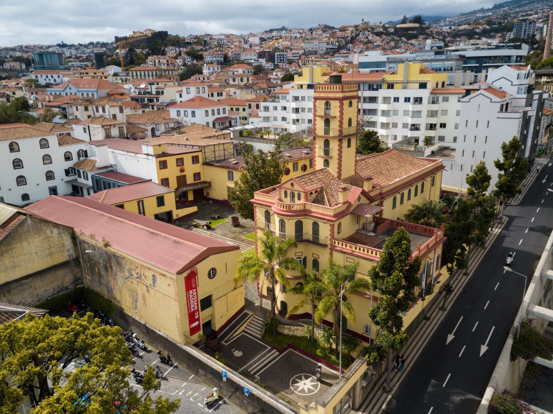 """IVBAM promove """"Sextas à Prova"""" com Brancos, Tintos e Rosés da Madeira."""