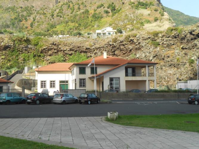 Governo Regional isenta produtores de taxas na Adega de São Vicente.